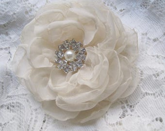 Hair Clip Gorgeous Light Champagne Chiffon Flower Wedding Bride Bridesmaid Prom with Pearl and Rhinestone Accent Hair Accessories
