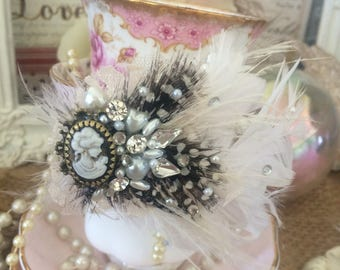 Black and white feather vintage insiperd cameo hair clip