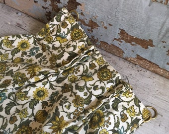 Cafe curtains with rings and matching valance, gold and green print, vintage