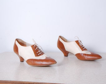80s womens 38 leather saddle shoes low heel brown and ivory white Bettie Italian lace up ankle boots work shoes vintage office workwear