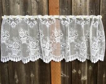 Lace Valance, Vintage Lace, Ivory, Beautiful Flower Basket Design