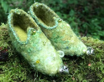 Magical handfelted tiny faery shoes~faery slippers