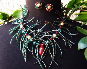Green Spikey Necklace w/matching clip earrings