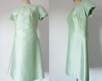 Vtg 60s Pale MINT Green Shantung SILK Dress with LACE, Medium to Large