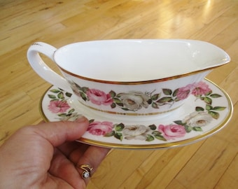 1969 Royal Worcester Royal Garden Gravy boat w/detached underplate Very good   China Galore