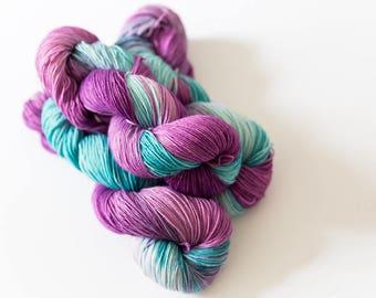 Hand Dyed Yarn - Sturdy Sock 4ply, Superwash Wool/Nylon 75/25 - Lilac Splash