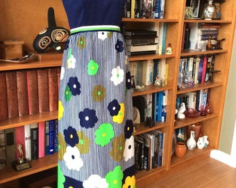 Vintage 70s Maxi Dress, Leslie Fay Originals Maxi Dress, Sleeveless with High Collar, Navy Blue with Green and Yellow, Excllent Condition