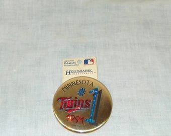 CLEARANCE 1991 Minnesota Twins baseball World Series Holographic Button Pin on card