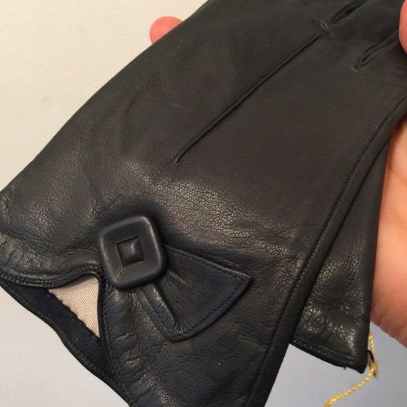 Vintage gloves deep black leather short gloves size 6 6.5 1940s art deco silk lined 1930s accesory Goodwood winter Miloré 1950s NOS