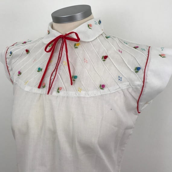 Vintage embroidered peasant blouse Hungarian embroidery bohemian shirt UK 6 8 stitched rose bud 1950s 50s style cotton mix bow