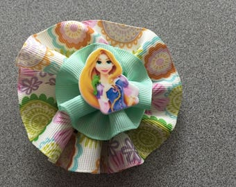 Round Hair Bow with Princess Cabachon