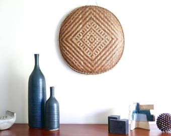 Vintage large woven wicker round tray / basket or wall hanging, 1950s / boho chic bohemian folk hippie