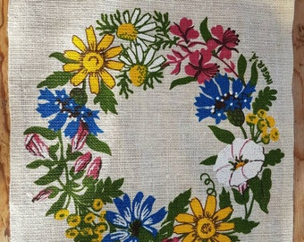 Printed tablecloth with flowers in sturdy linen from Sweden