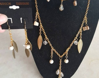 Gold, brown and white Jewelry set