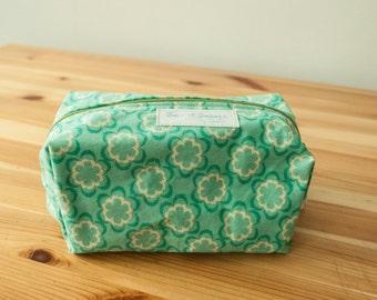 Green flowers boxy zip bag-Large