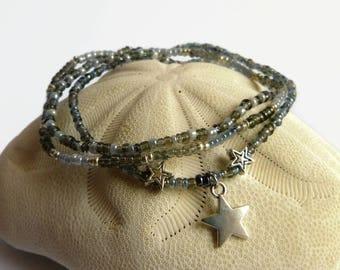 Star bracelet in grey seed beads and metal stars, goth bracelet
