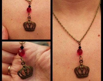 Long live the Queen crown necklace