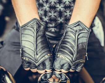 Medium leather En (Armored) fingerless leather gloves- Unisex | python | festival wear | handmade | costume | black | brass