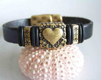 Black Leather Heart Focal Bracelet - Item R2968