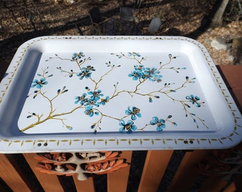 """Vintage metal blue floral tray Great as a top of a side table when entertaining. 17.5"""" x 12.5""""."""