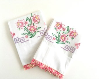 Vintage Pillowcases Embroidered Floral Standard Bed Linens Pink Daffodil Crochet Edge Pair Poly Cotton