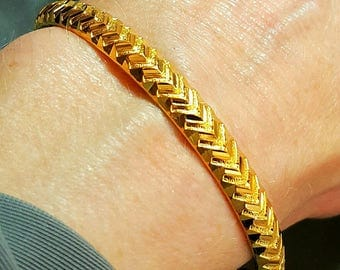22K Yellow Gold Bangle Bracelet.  Free U.S. Shipping. International Charges May Vary.