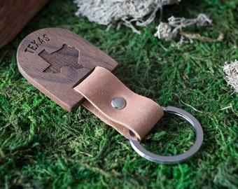 Wooden Leather Keychain - Texas  Walnut Key Chain America, State of USA. wood key chain. Brown Leather key ring. Boyfriend Groomsmen gift.