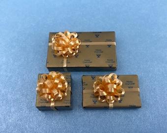 Happy Chanukah w Gold Bow