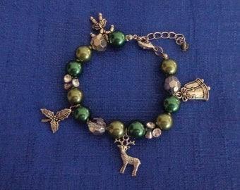 Christmas Bracelet, Beaded Christmas Charm Bracelet,Green Christmas Bracelet,Holiday Bracelet