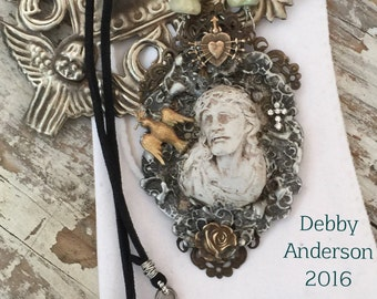 Reproduction Meerschaum Jesus Soldered Gilded Relics Sculpted Pendant Necklace with Seven Sorrows and Aquamarine Gemstone Beads