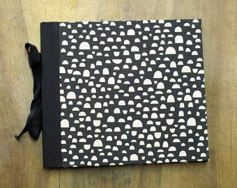 "127. BLACK GRAPHIC-Drawing notebook/Album 110,2"" x 8,8"""