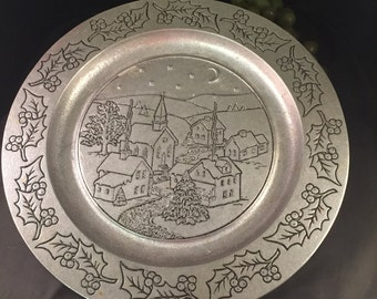 L061  Wilton Armetale BJ's holiday christmas plate