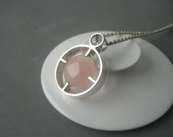 Impressive large modernist solid silver necklace decorated with a rose quartz, Scandinavia.