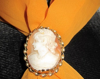 Vintage shell cameo brooch or pendant