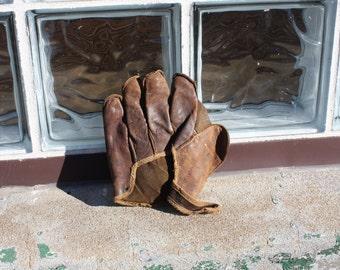 Child's Fielder Baseball Glove Vintage Leather Mitt