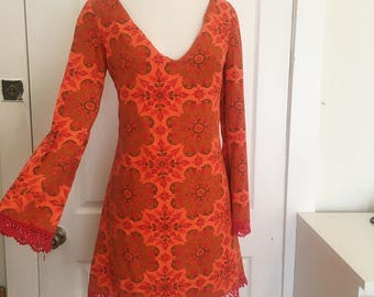 CLOSET MOD 60's Style Flare Sleeve Mini Dress