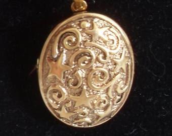 Gold Locket Pendant Necklace, Oval textured style, Vintage long gold chain, gift for her, vintage locket pendant, gingerslittlegems
