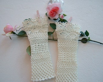 Ivory cotton sleeves-crochet-lace Cuffs in a romantic wedding and bridesmaids Gloves-fingerless gloves-wedding Cuffs
