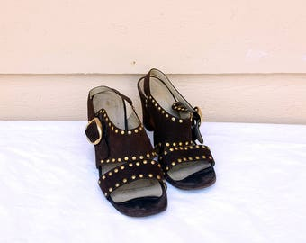Woman's Vintage 1960''s Brown Suede Shoes Size 6M