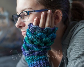 Fingerless Gloves Dragon Scale Stitch