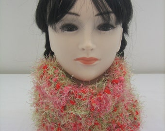 Col - round neck with wool red green fancy rose