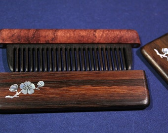 Comb in the case of rosewood inlaid pearl Sakura