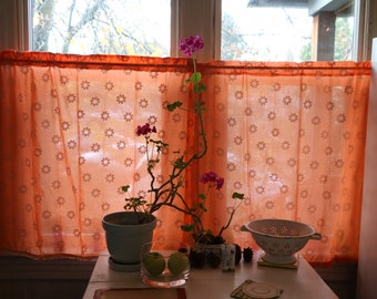 Vintage Daisy Print Curtains - Includes Two Panels