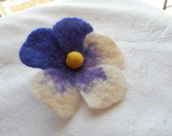 Pansy brooch,Felted brooch,Flower brooch,Felt flower brooch,pin gift,pansy flower,felt accessories,pansy jewelry,felting broch,felted brooch
