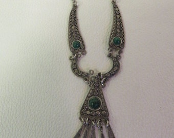 Vintage Sterling Silver Necklace With Green Stone Pendant 10.5g