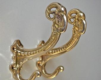 A pair of superb large Edwardian style solid brass ram head coat hook coathooks AL77
