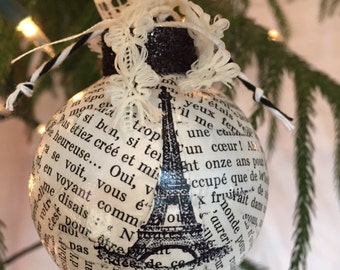Eiffel Tower and French text round ornament