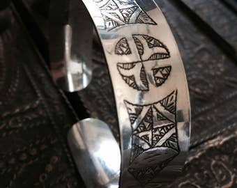 Silver cuff , carved silver bracelet , adjustable 925 silver bracelet , gypsy bangle