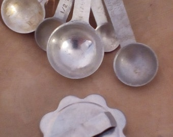 Vintage Country Kitchen Gadgits~Measuring Spoons~Cookie Cutter~EASTER BASKET GIFT
