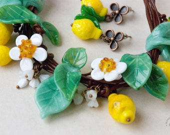"""FREE SHIPPING! Lampwork glass spring mint and yellow jewelry set """"Lemons"""" - necklace and earrings. Glass necklace and earrings lemons."""